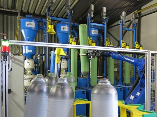 6-Stationen Flaschenstrahlanlage mit Roboterhandling (Realisierung)